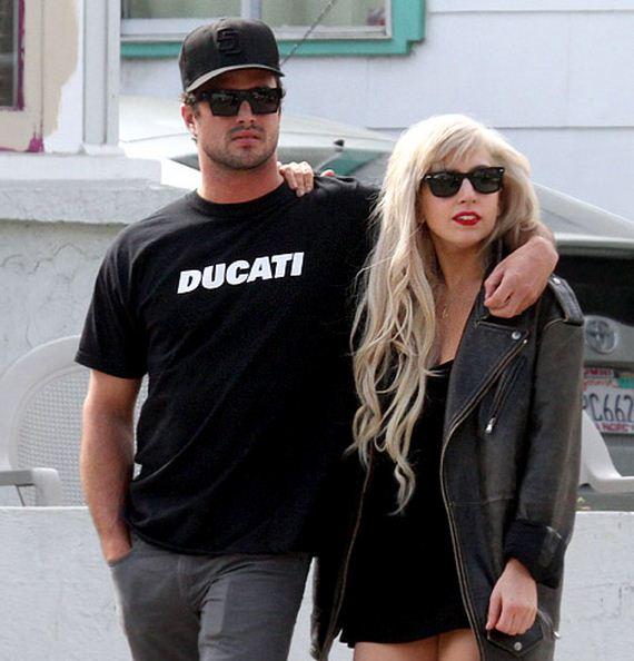 lady gaga dating who now