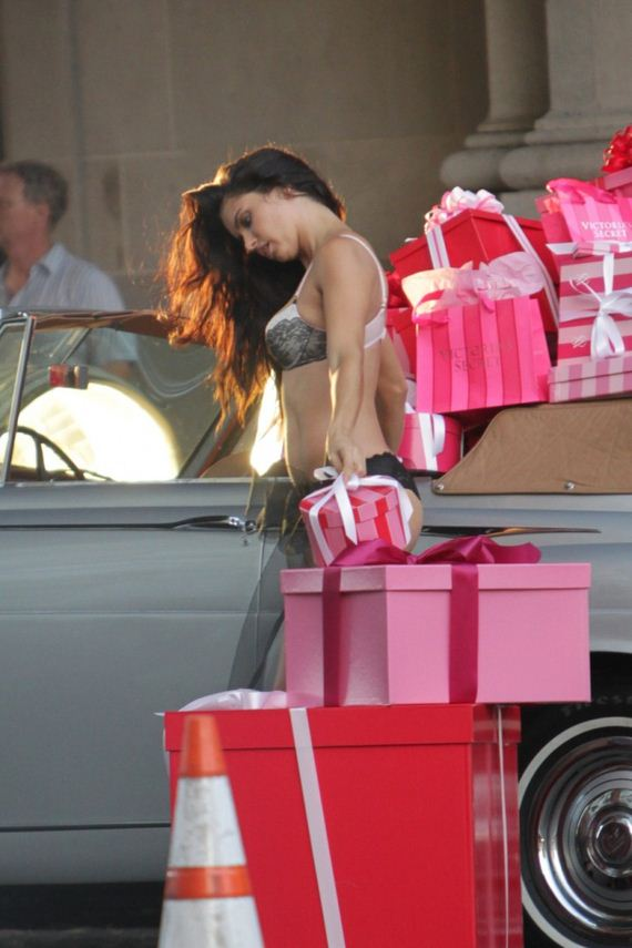 Adriana-Lima-shooting-commercial