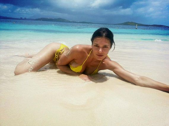 Adrianne-Curry-in-Yellow-Bikini