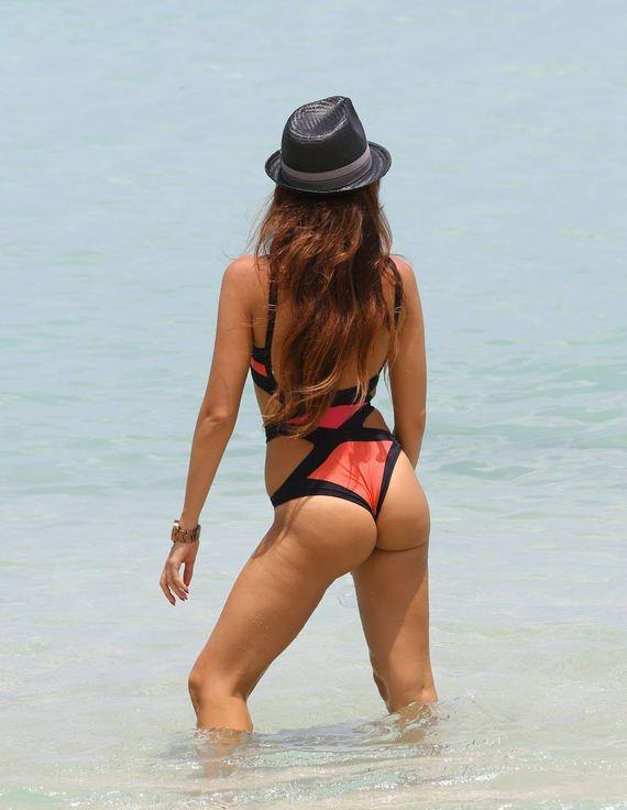Alessandra_Sorcinelli_trikini_candids_in_miami