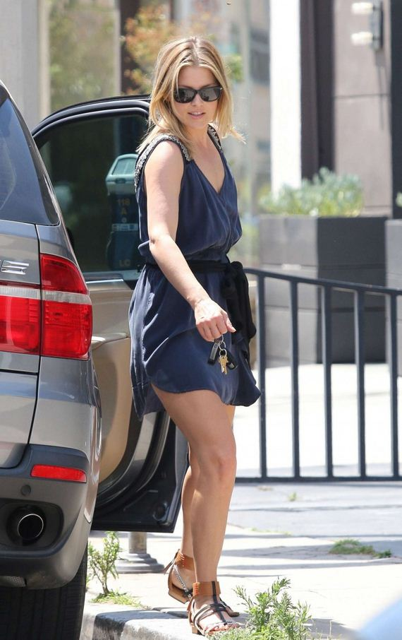 Ali-Larter-leggy-out-in-LA