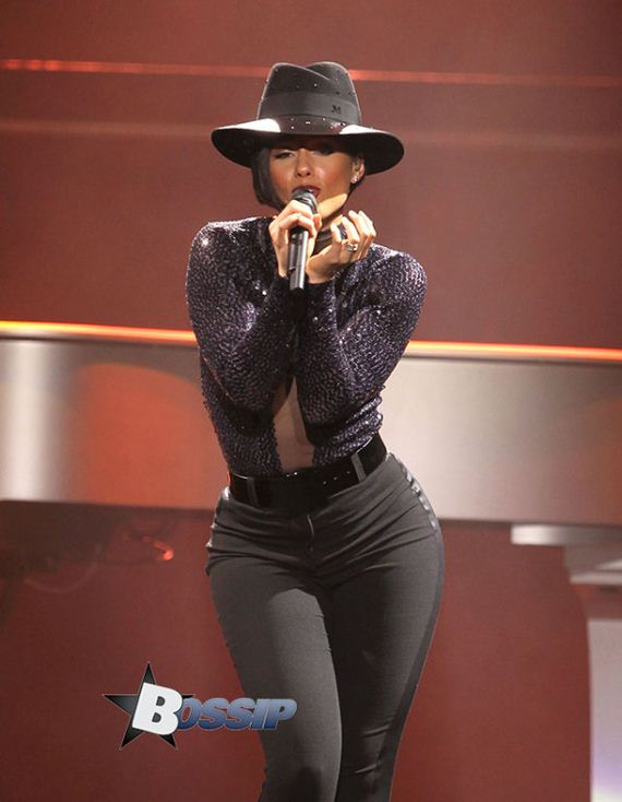 Alicia-Keys-Performing-