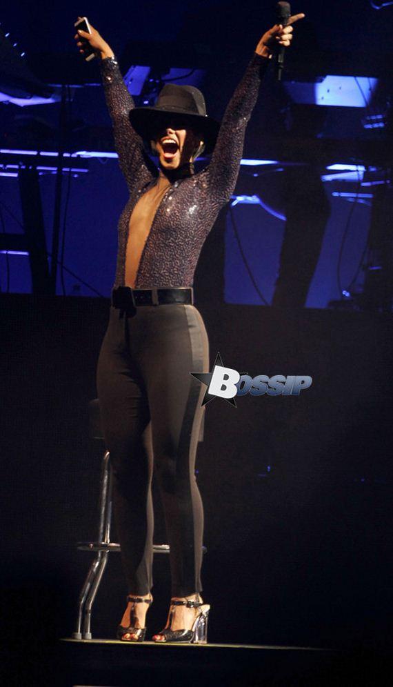 Alicia-Keys-Performing-