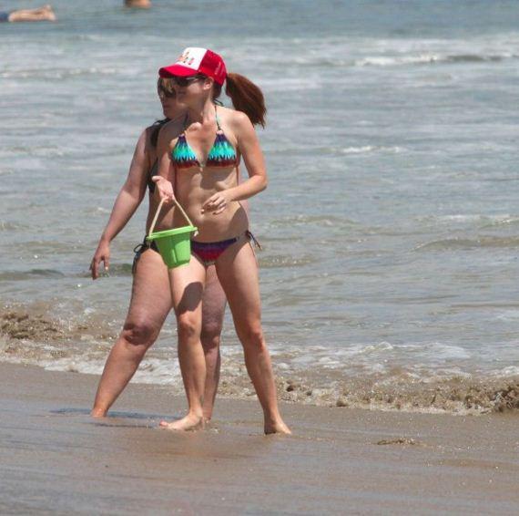 Alyson-Hannigan-Bikini-Photos