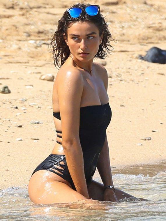Andreea-Diaconu-in-Black-Bikini