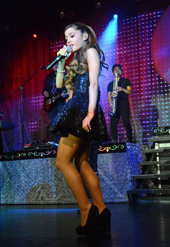 Ariana-Grande-Performing-in-NYC