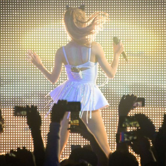 Ariana-Grande-in-White-Dress-Performs