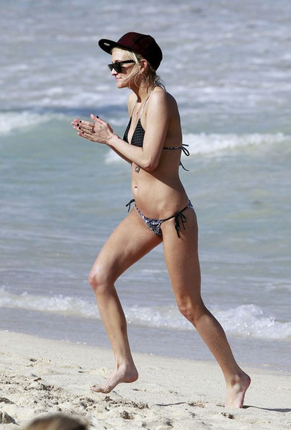 Ashlee-Simpson-Ashlee-Simpson-Hits-Beach