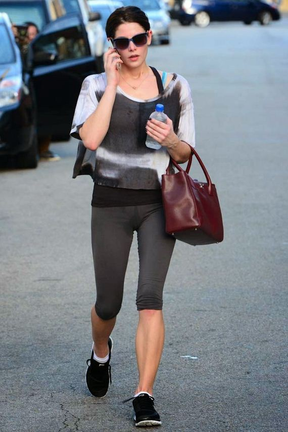 Ashley-Greene-sweat-6