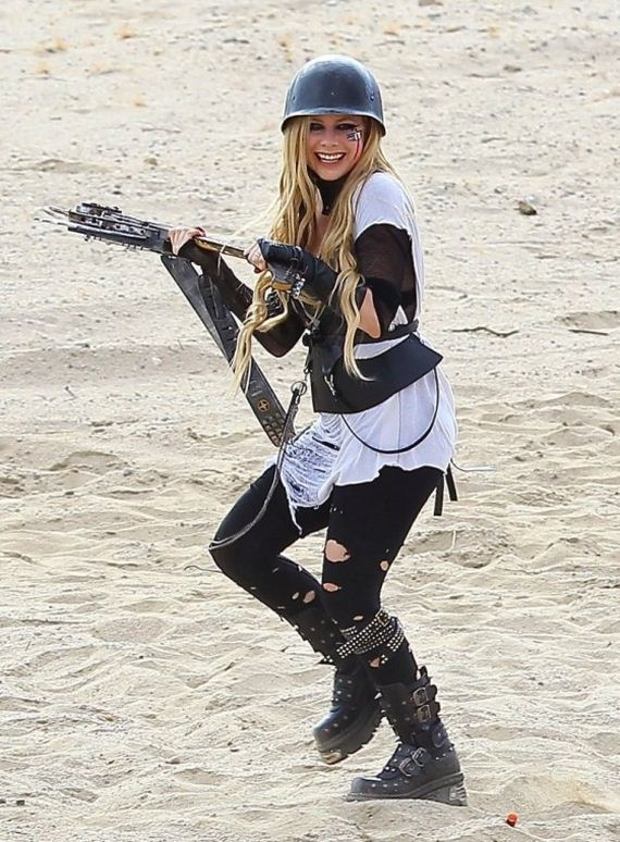 Avril-Lavigne---filming-her-video-Rock-N-Roll-in
