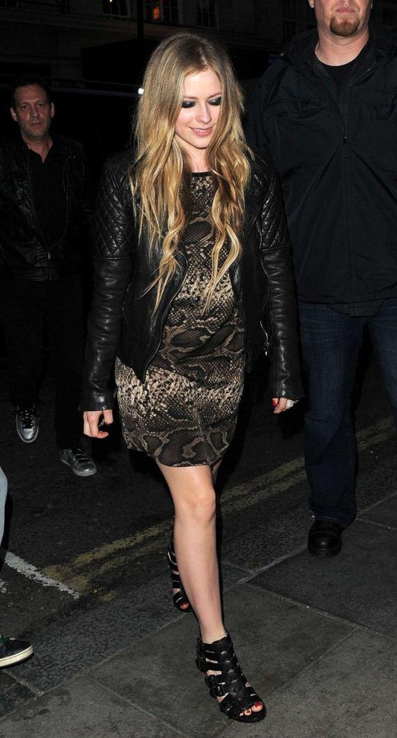 Avril-Lavigne-outside-Nobu
