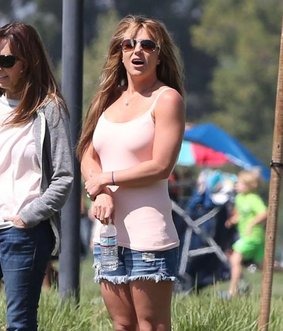 Britney-Spears-in-denim-shorts