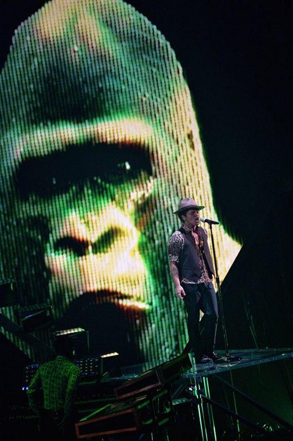 Bruno-Mars-Debuts-New