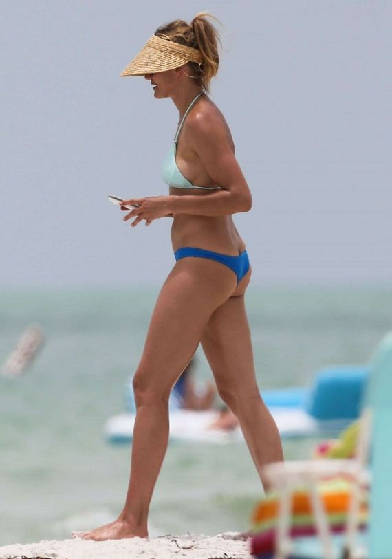 Cameron-Diaz--hot-bikini-photos -in-Florida