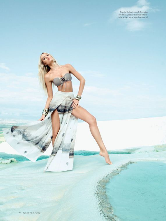 Candice-Swanepoel-Agua-De-Coco-