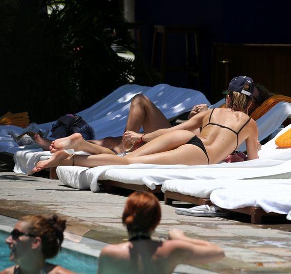 Candice-Swanepoel-Bikini-pool-candids
