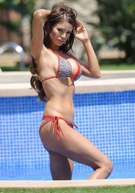 Chloe-Sims---Bikini-by-the-pool