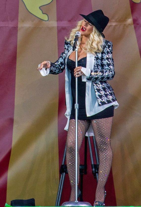 Christina-Aguilera-Massive-Cleavage