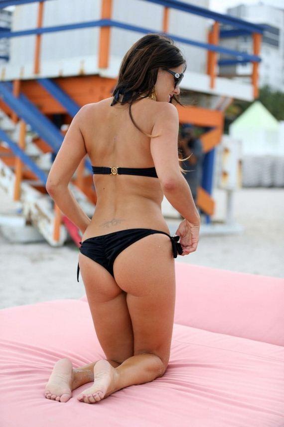 Claudia-Romani-Bikini-photos