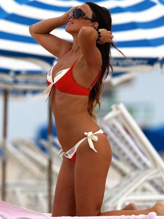 Claudia-Romani-Hot-in-Red-Bikini