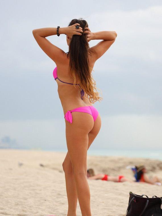 Claudia-Romani-in-Pink-Bikini-