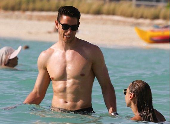 Dani-Lawrence-in-a-bikini
