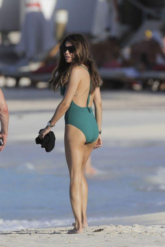 Danielle-Lineker-in-Swimsuit