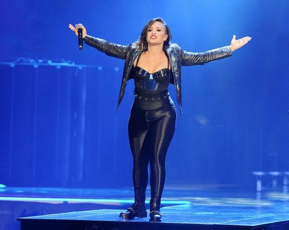 Demi-Lovato -Neon-Lights-World-Tour
