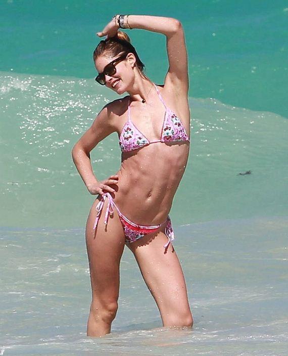 Doutzen-Kroes-in-Bikini