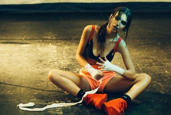 Emily-Ratajkowski-in-the-Boxing-Ring-by-Olivia