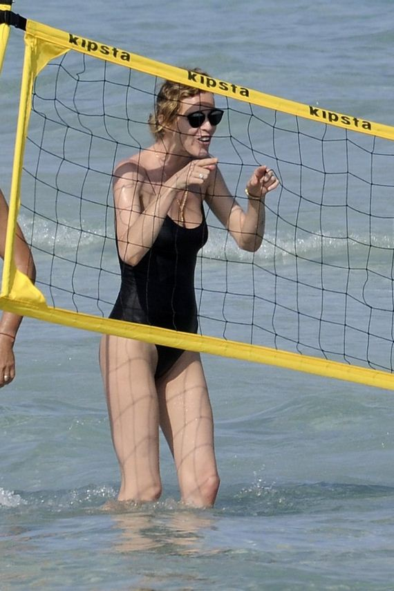 Eva-Herzigova-in-Black-Swimsuit