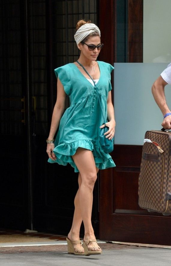 Eva-Mendes-out-in-NYC