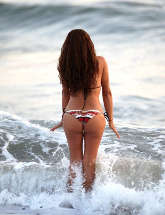 Fernanda-Marin-Bikini-Candids-on-the-Beach-in-Malibu