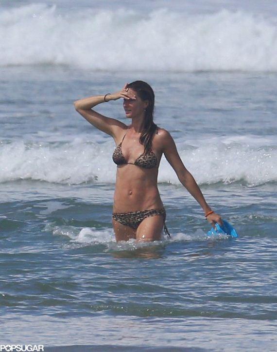 Gisele-Bundchen---wearing-a-Bikini-in-Costa
