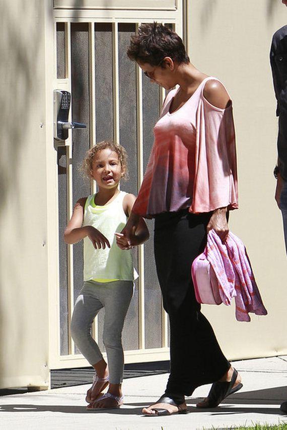 Halle-Berry-picks-up-daughter-Nahla-school