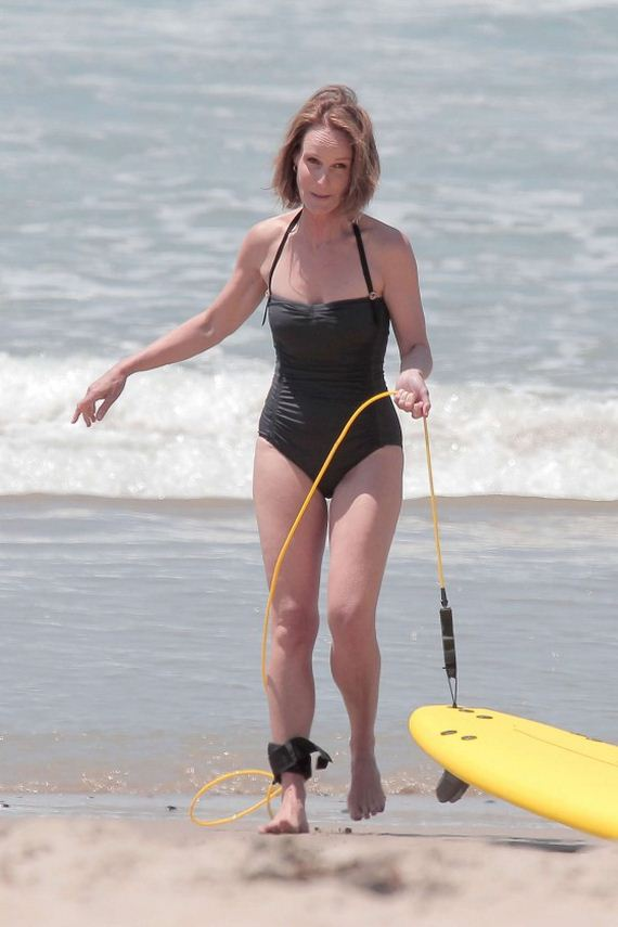 Helen-Hunt---wearing-a-swimsuit-on-the-set-of-Ride