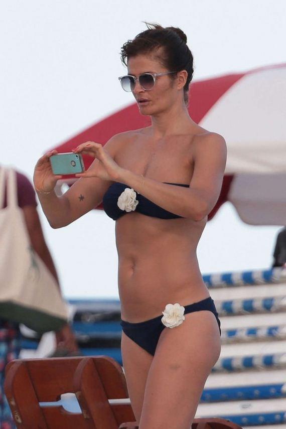 Helena-Christensen-Bikini