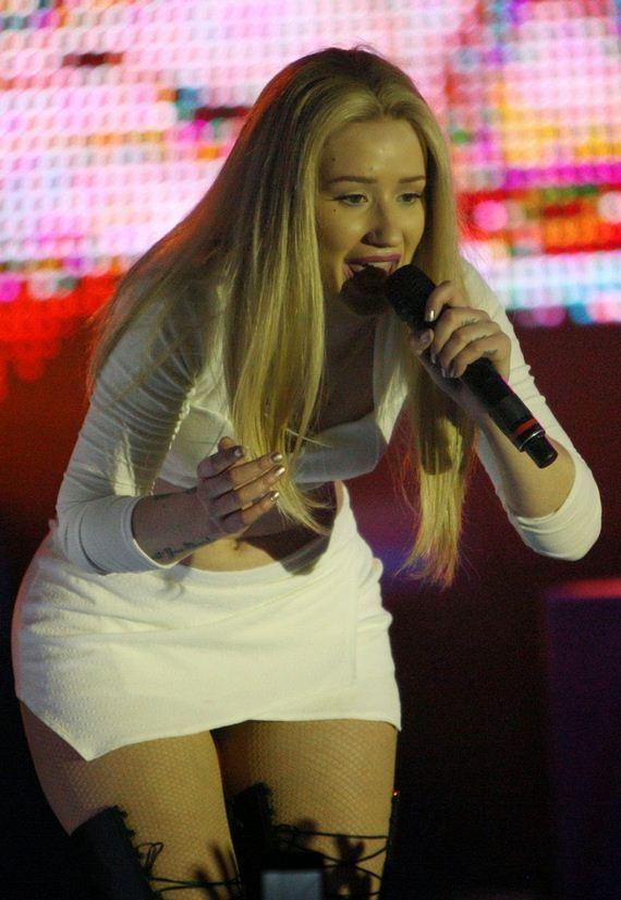 Iggy-Azalea-Up-Skirts