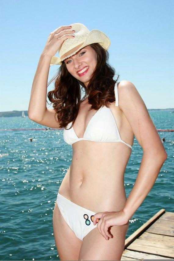 Iris-Koren-in-bikini