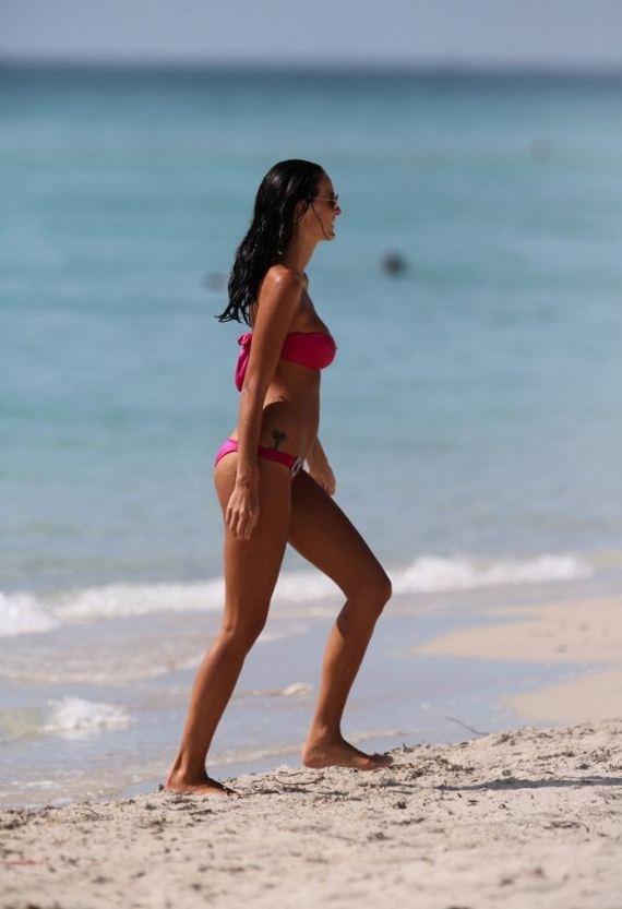 Jade-Foret---Bikini-Candids