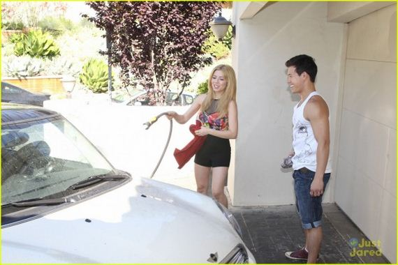 Jennette-McCurdy---washes-her-car-in-her-driveway-in-LA