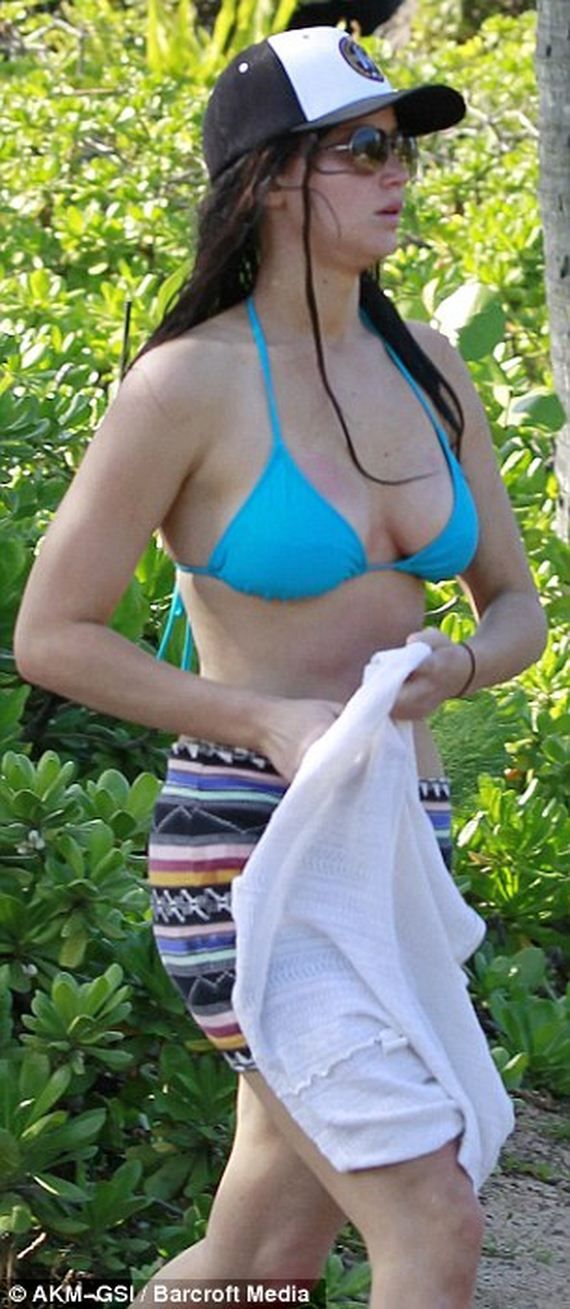 Jennifer-Lawrence-displays-incredible-beach