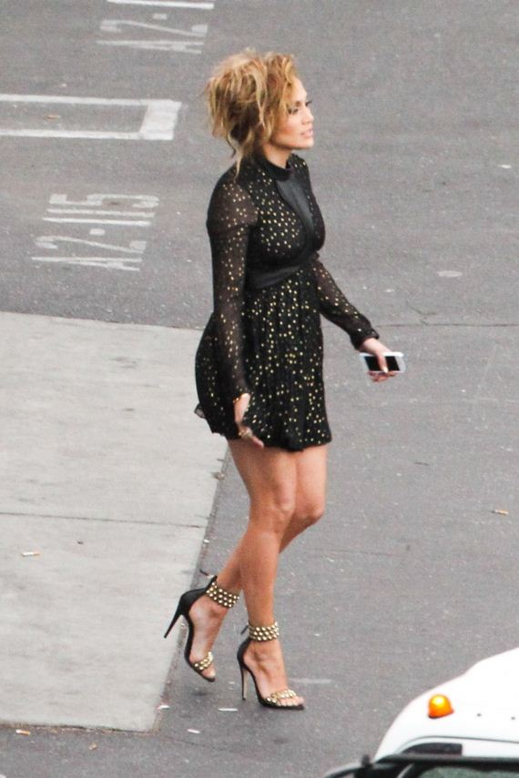 Jennifer-Lopez-in-Black-Mini