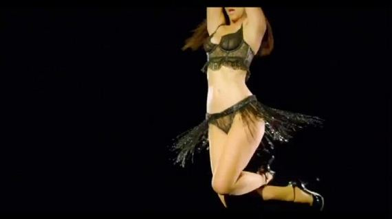 Jennifer-Love-Hewitt---I-Am-Woman-music-