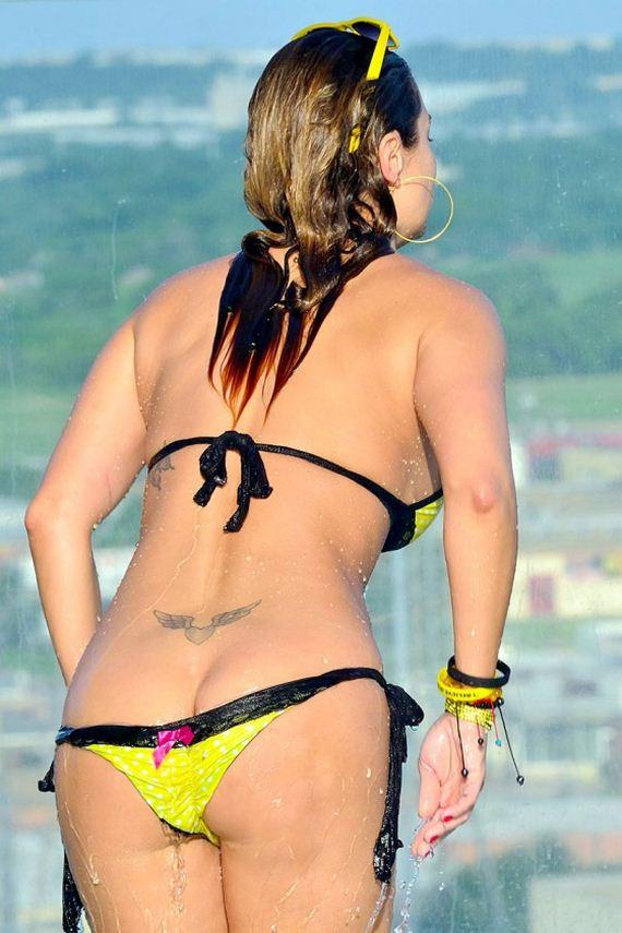 Jennifer-Nicole-Lee---wearing-a-bikini-at-a-pool-in