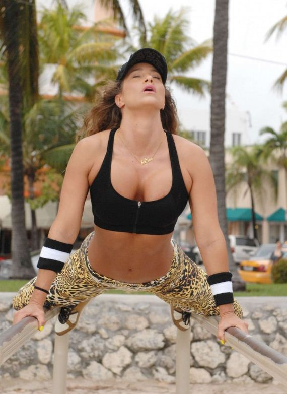 Jennifer-Nicole-Lee-Works-out-Photos