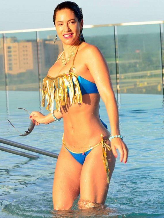 Jennifer-Nicole-Lee-in-Bikini