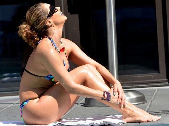 Jennifer-Nicole-Lee-in-a-Bikini