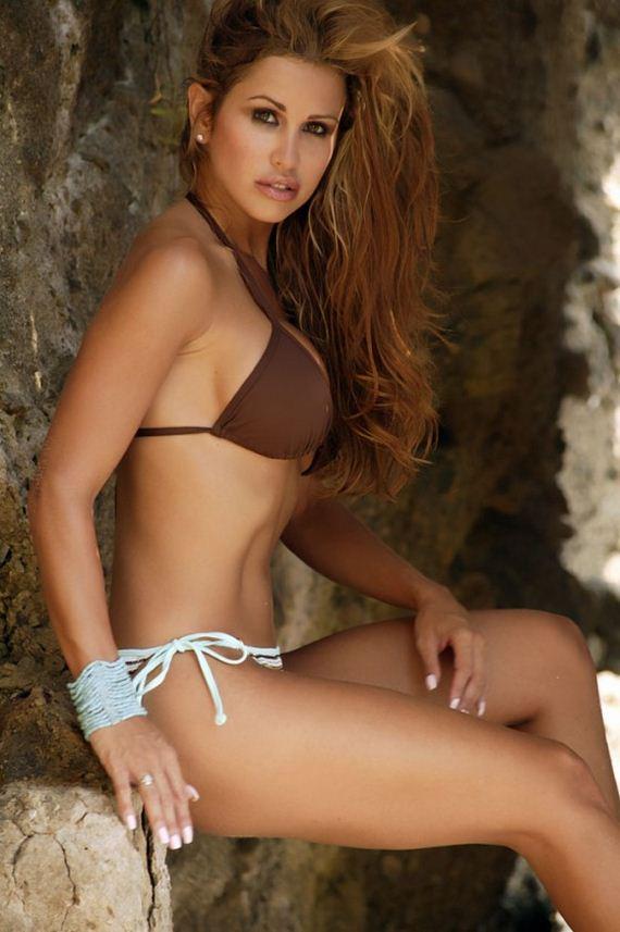 Jennifer-Walcott-in-Bikini