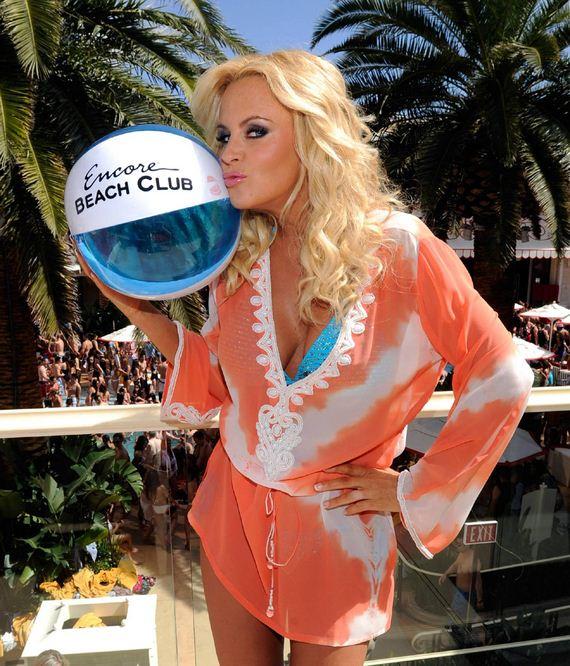 Jenny-McCarthy-Encore-Beach-Club